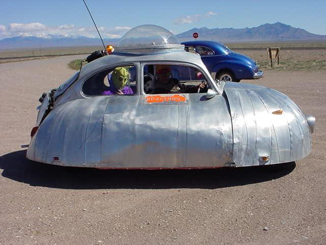 aliens%20Rachel_parade_car.jpg