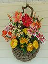 Flowers in bear vine basket.jpg (38352 bytes)
